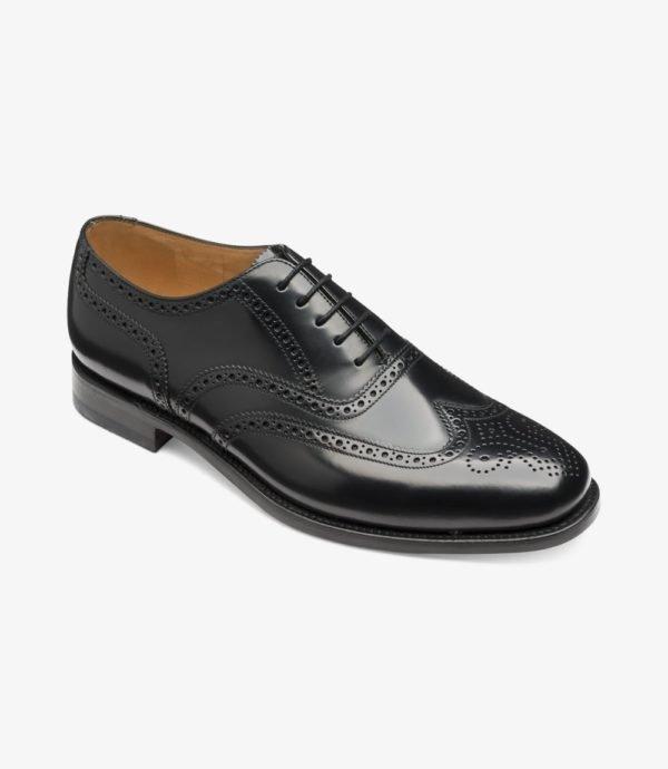 Juodi kostiuminiai batai plačiai pėdai